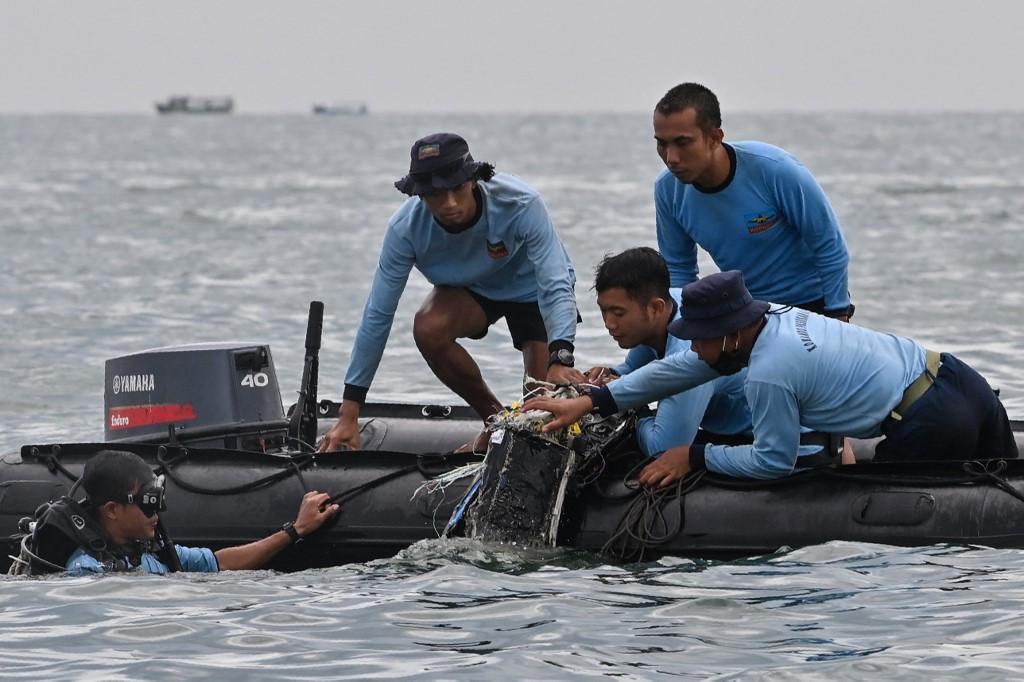 Indonésie: Le rapport préliminaire sur l'accident de Sriwijaya Air attendu