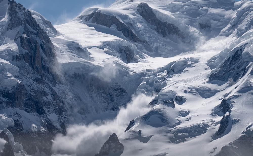 غضب في الهند مع تضاؤل الأمل بالعثور على ناجين من كارثة الانهيار الجليدي