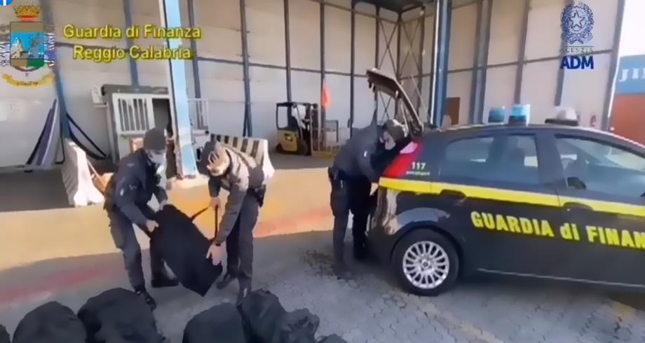 ضبط 1,3 طن من الكوكايين في جنوب إيطاليا