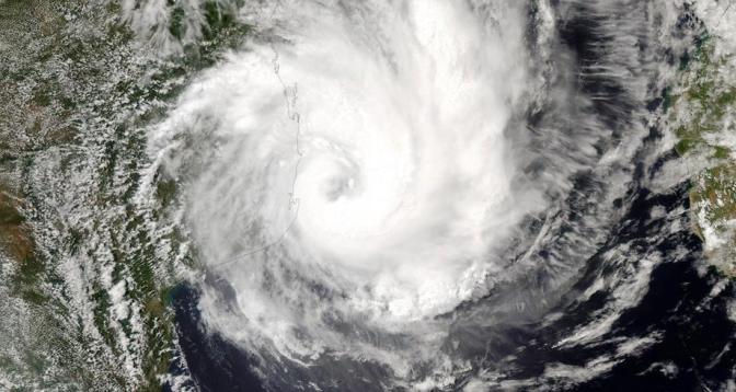 عاصفة استوائية تهدد شرق جنوب إفريقيا