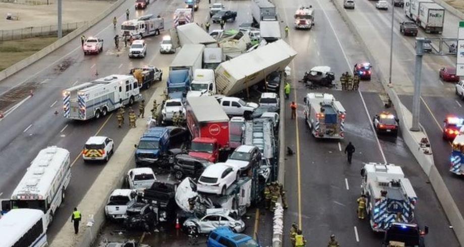 حادث مروع .. تصادم 100 سيارة على طريق سيار بولاية تكساس الأمريكية