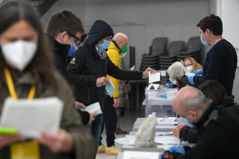 Espagne : les Catalans se rendent aux urnes pour élire le président de la région