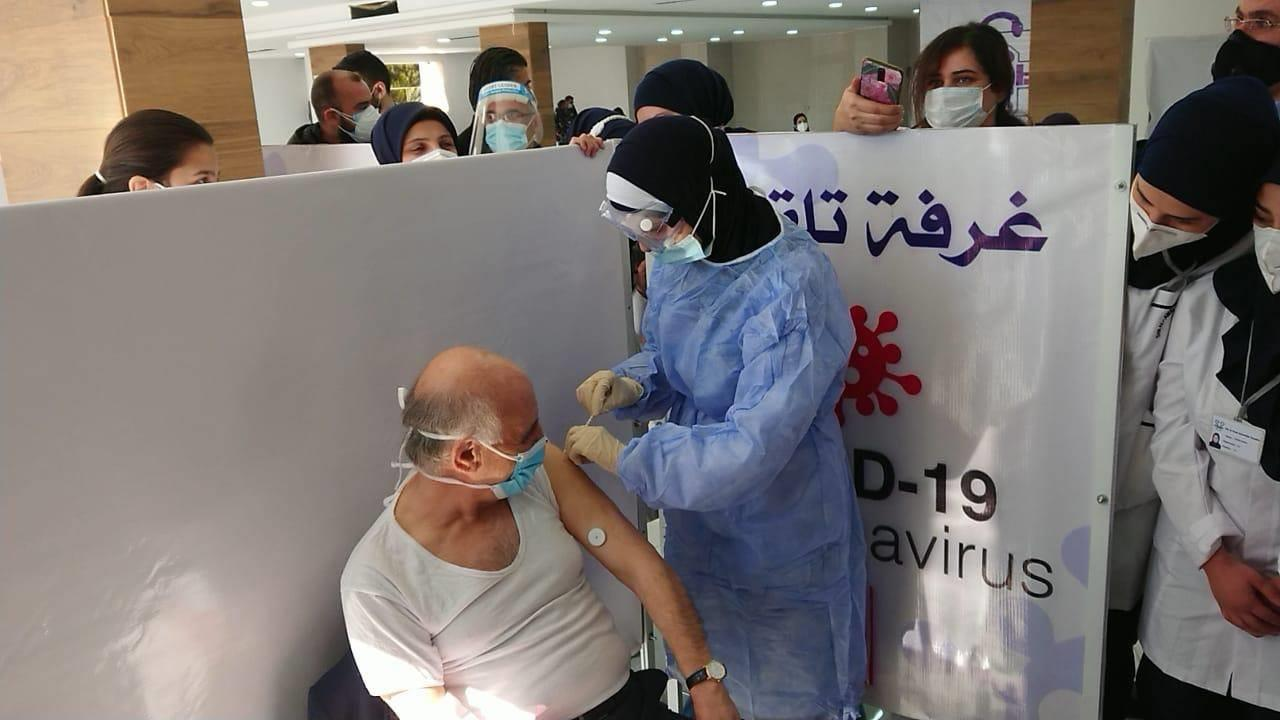 البنك الدولي يلوح بتعليق تمويل حملة التلقيح ضد كوفيد 19 بلبنان على خلفية تلقيح نواب