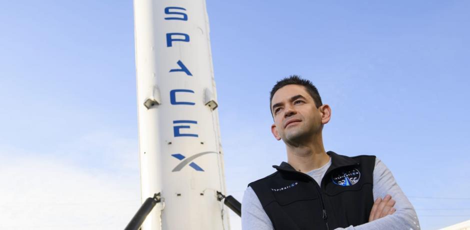 """لعشاق الفضاء..رحلة سياحية مجانية إلى الفضاء بشروط رجل الأعمال""""جاريد إيزاكمان"""""""