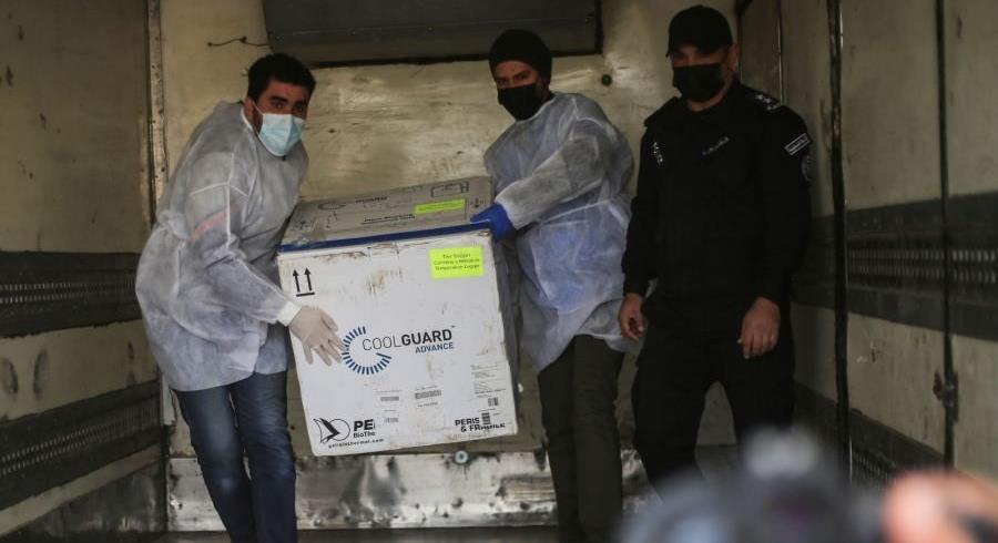 وصول أول شحنة من اللقاح المضاد لفيروس كورونا إلى قطاع غزة