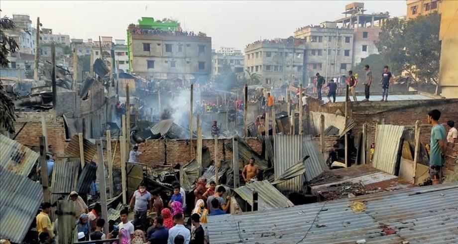 حريق يأتي على 150 منزلا في العاصمة البنغالية