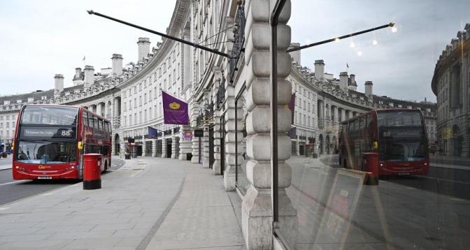 Le gouvernement britannique présente son plan de déconfinement progressif en Angleterre