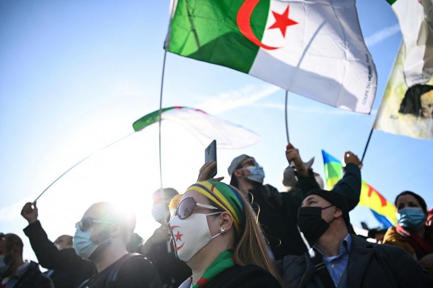 """وسائل إعلام إسبانية: الجزائريون يواصلون احتجاجاتهم ضد """"الفساد والظلم"""""""