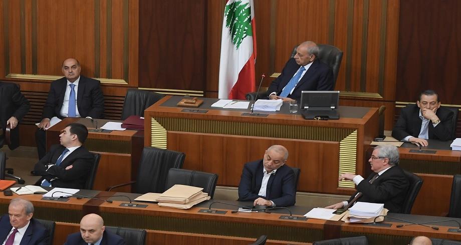 جدل في لبنان على خلفية تلقي نواب اللقاح ضد كورونا في تجاوز للخطة الحكومية