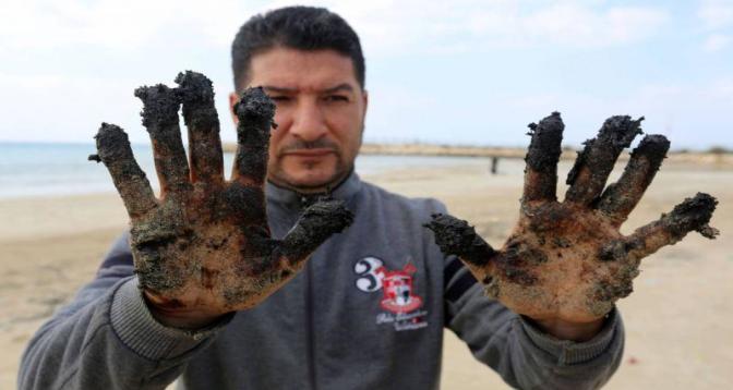 La marée noire qui ravage les côtes israéliennes a atteint le Liban