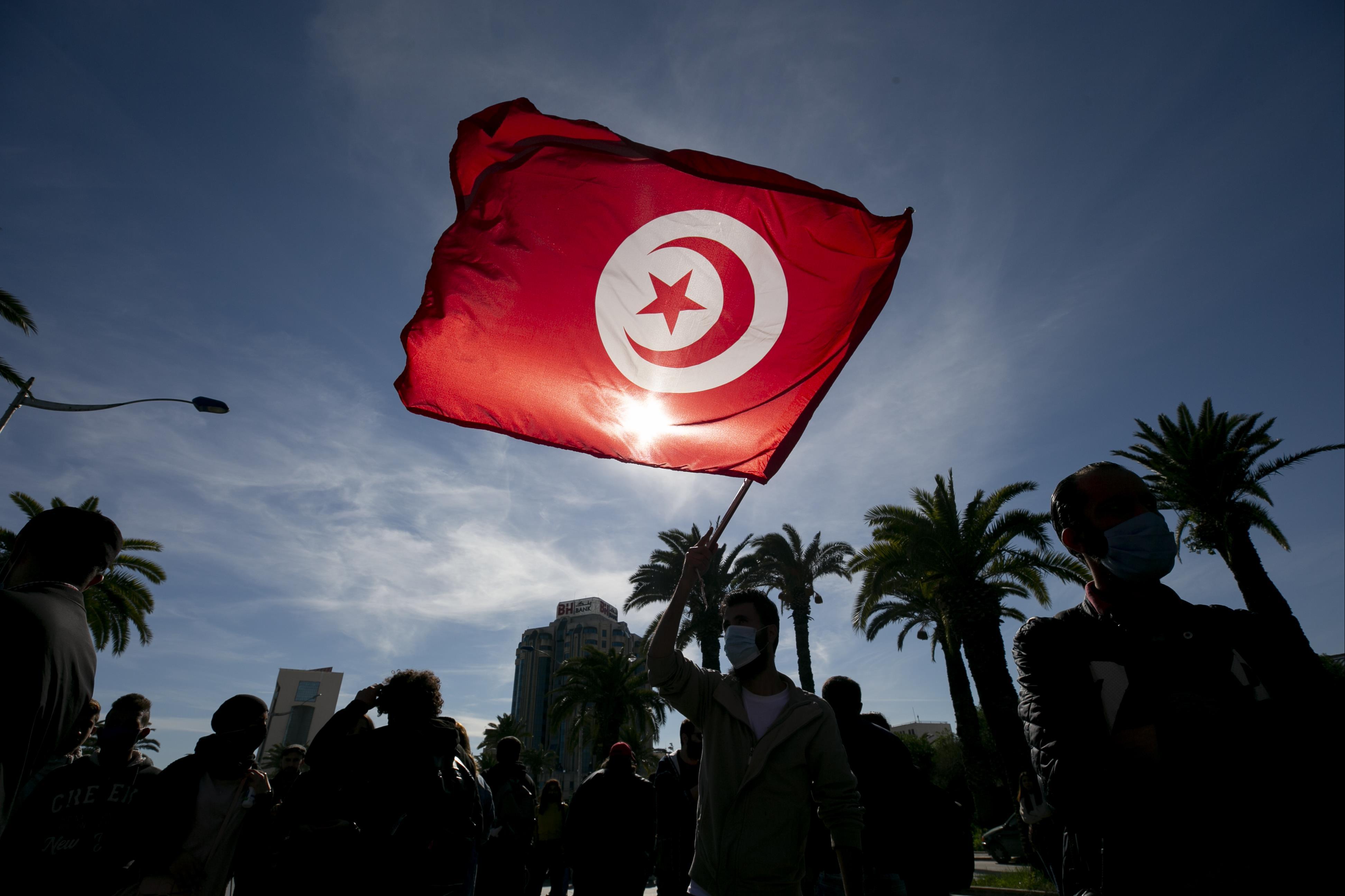 الأزمة السياسية في تونس: من ينتصر في معركة الصلاحيات؟
