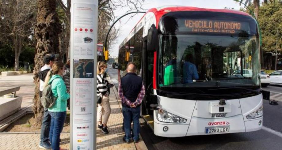 حافلة ذاتية القيادة في شوارع مدينة ملقة الإسبانية