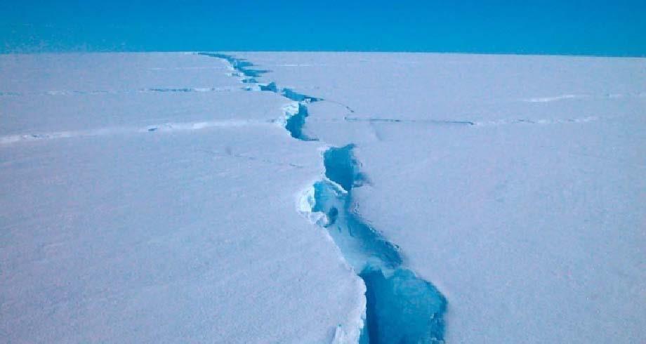 انفصال جبل جليدي ضخم عن كتلته الرئيسية قرب محطة بريطانية في أنتركتيكا
