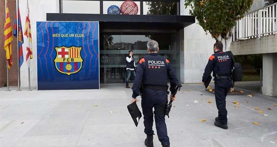 """""""اعتقالات"""" عدة بعد مداهمة الشرطة الإسبانية لمقر نادي برشلونة"""