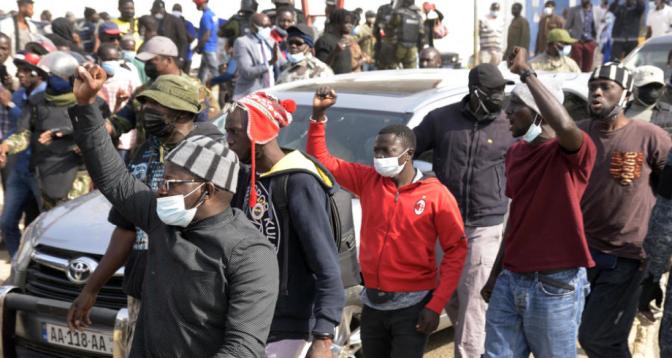 Sénégal: un mort dans des protestations contre l'arrestation d'Ousmane Sonko
