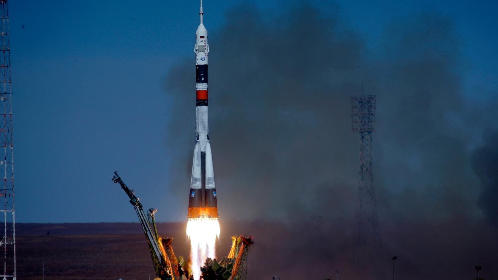 روسيا تطلق صاروخ سويوز مع 38 قمرا اصطناعيا على متنه