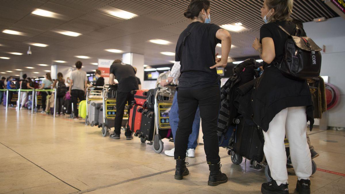 إسبانيا تعلـن نهاية تعليق الرحلات مع بريطانيا لإنقاذ ما تبقى من الموسم السياحي