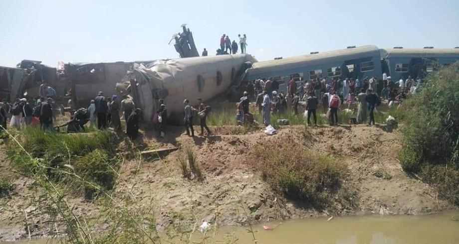 تصادم قطارين في سوهاج بصعيد مصر واحتمال سقوط ضحايا