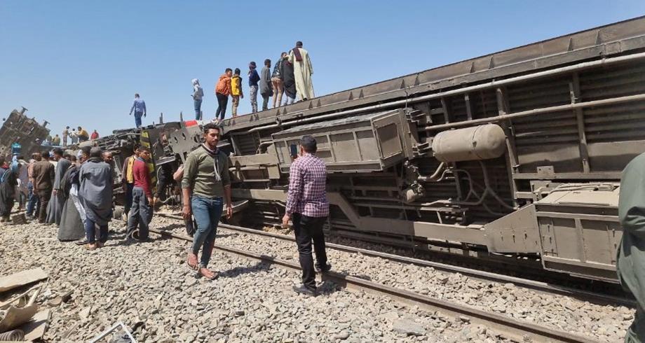 32 قتيلا و66 جريحا في حادث تصادم قطارين بصعيد مصر