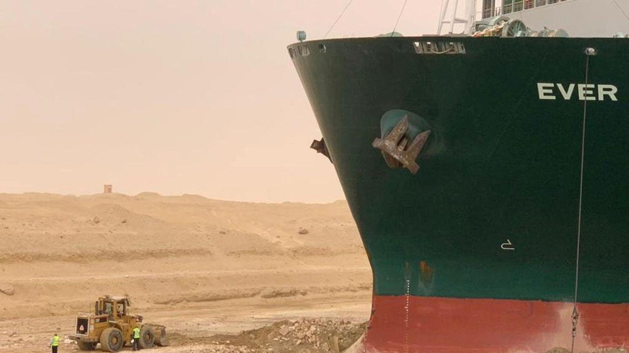 """Blocage du Canal de Suez: l'Ever Given remis à 80% dans la """"bonne direction"""""""