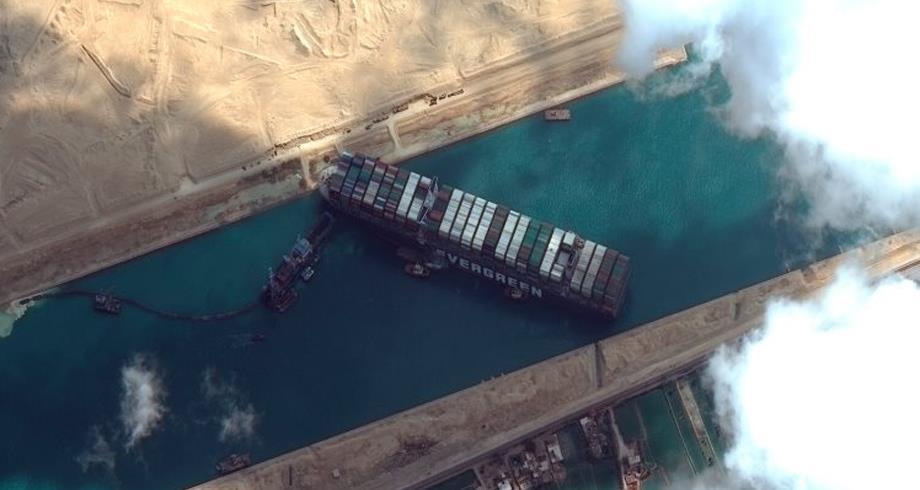 السيسي يُعلن إنهاء أزمة السفينة الجانحة بقناة السويس
