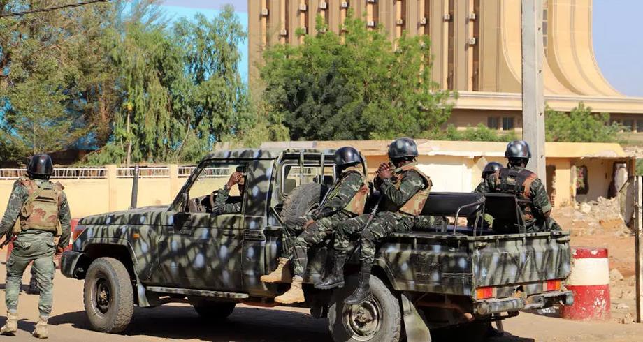 """""""أ.ف.ب"""" : توقيف عسكريين في النيجر إثر """"محاولة انقلاب"""""""