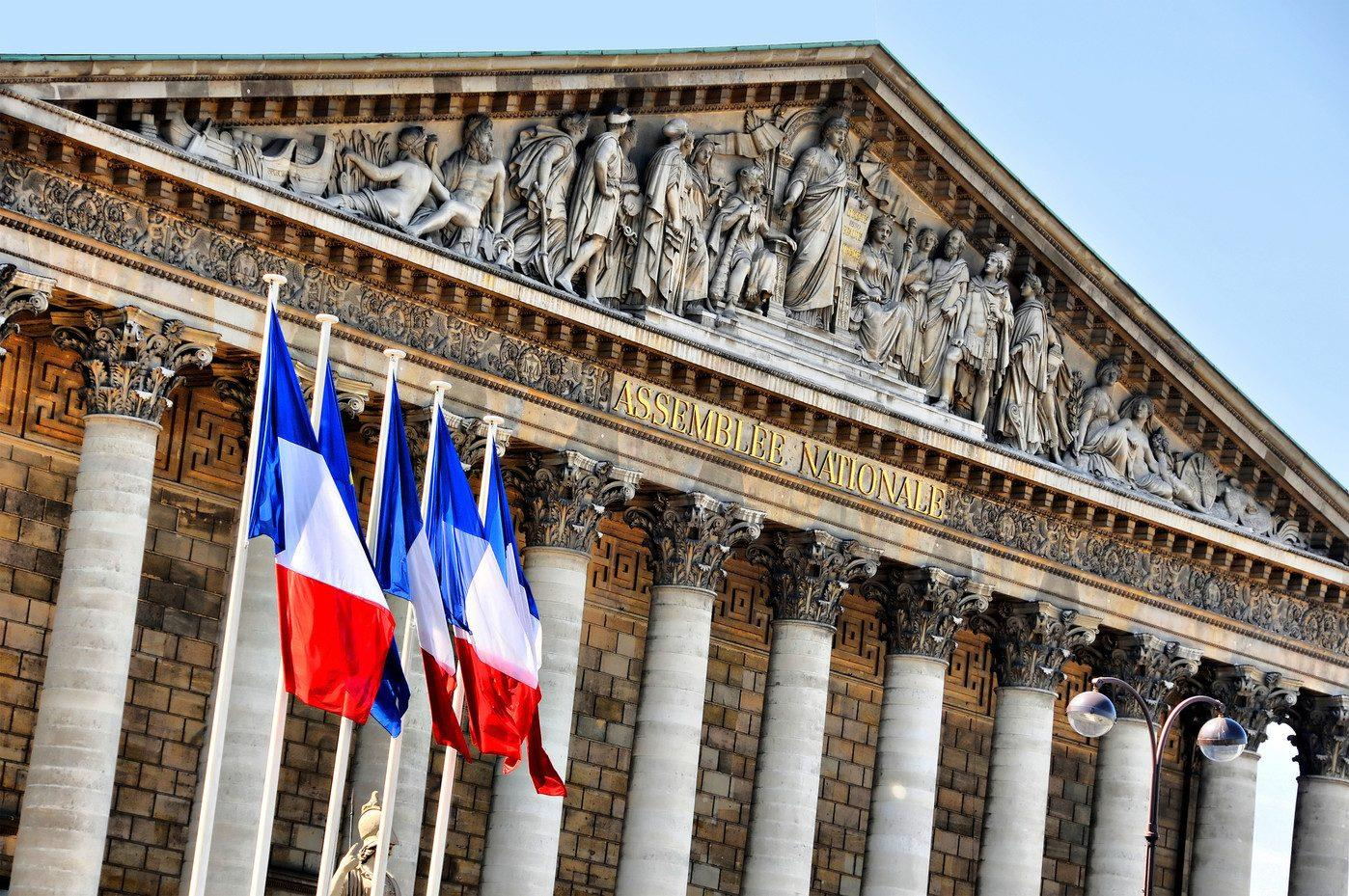 الجمعية الوطنية الفرنسية تقر تدابير الحدّ من الموجة الوبائيّة الثالثة