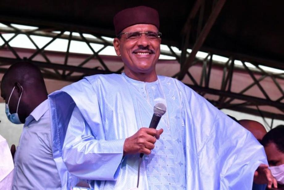 Niger: Mohamed Bazoum investi président