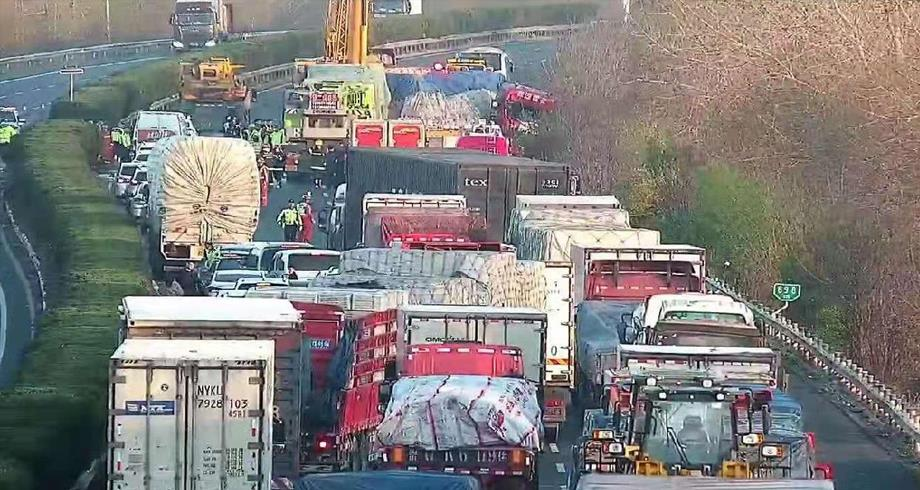 الصين.. مصرع 11 شخصا إثر اصطدام شاحنة بحافلة ركاب شرقي البلاد