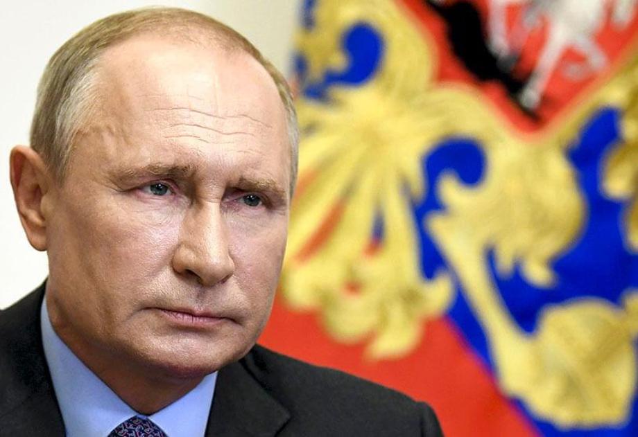 بوتين يوقع قانونا يسمح له بالبقاء رئيسا لولايتين إضافيتين