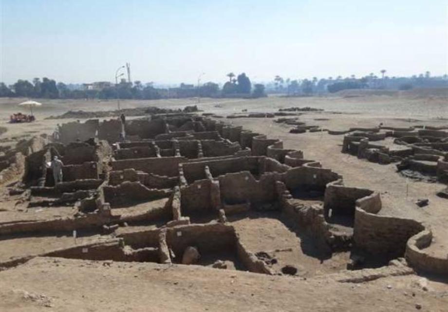 """بعثة أثرية مصرية تعلن اكتشاف """"المدينة المفقودة""""، أكبر مستوطنة إدارية وصناعية في عصر الإمبراطورية المصرية"""