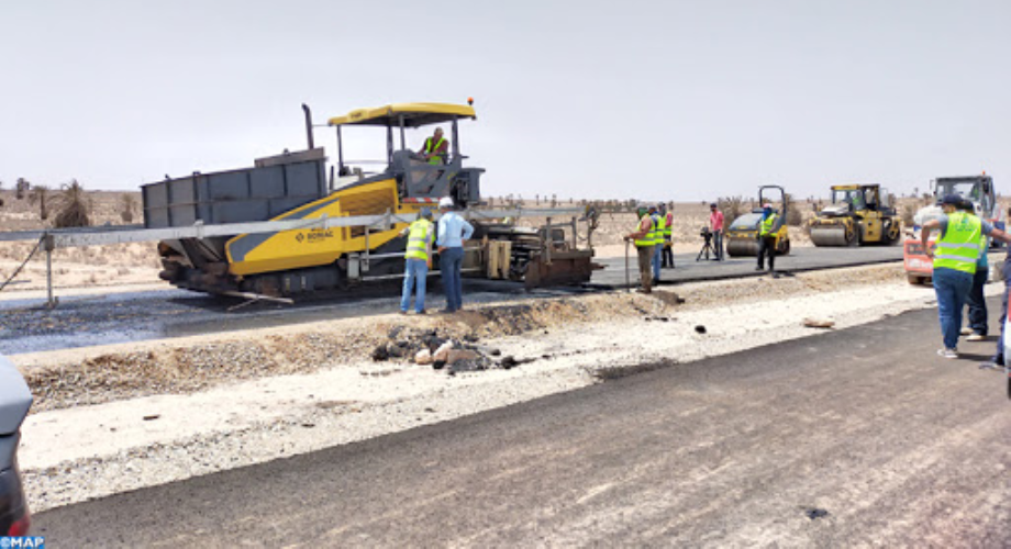 تقدم أشغال الطريق السريع تيزنيت-الداخلة على مستوى إقليم بوجدور بلغت 91 بالمائة