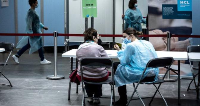 Covid-19 en France: vaccination ouverte aux plus de 55 ans dès lundi