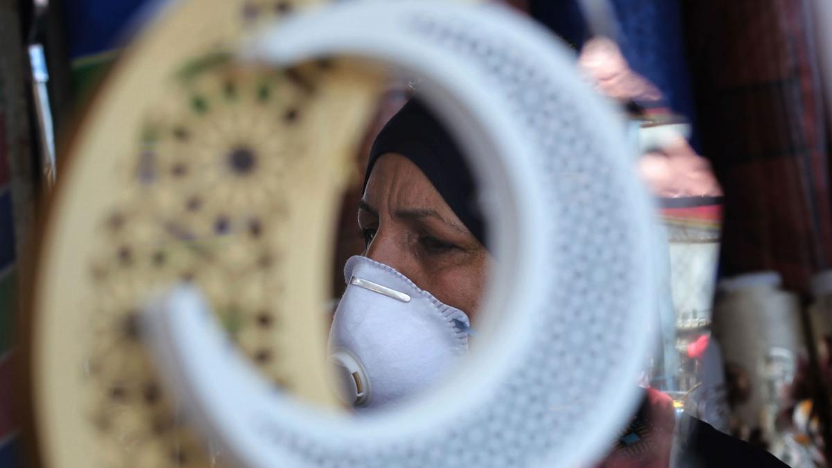 كورونــا والأزمـة الاقتصاديـة تسرقان فرحـة اللبنانيين برمضان