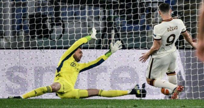 نادي روما يتعادل مع أياكس أمستردام ويتأهل إلى نصف النهائي