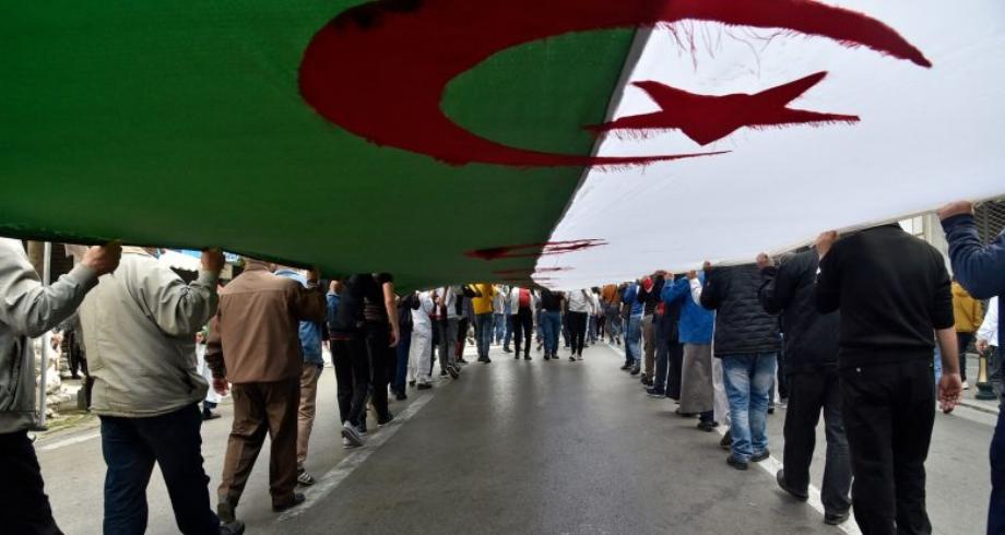 حراك ..الجزائريون يجددون في الجمعة 113 للحراك الشعبي المطالبة برحيل النظام
