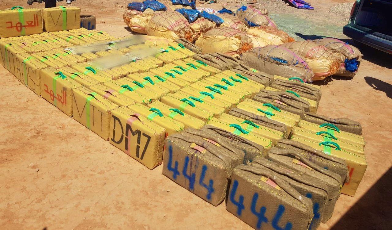 الرشيدية: حجز طنين و500 كيلوغرام من مخدر الشيرا وتوقيف شخص للاشتباه في ارتباطه بشبكة إجرامية