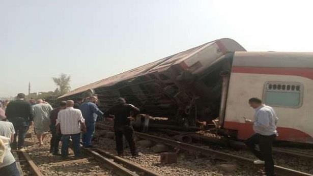 مصر .. 11 قتيلا و 98 جريحا في حادث خروج قطار عن القضبان