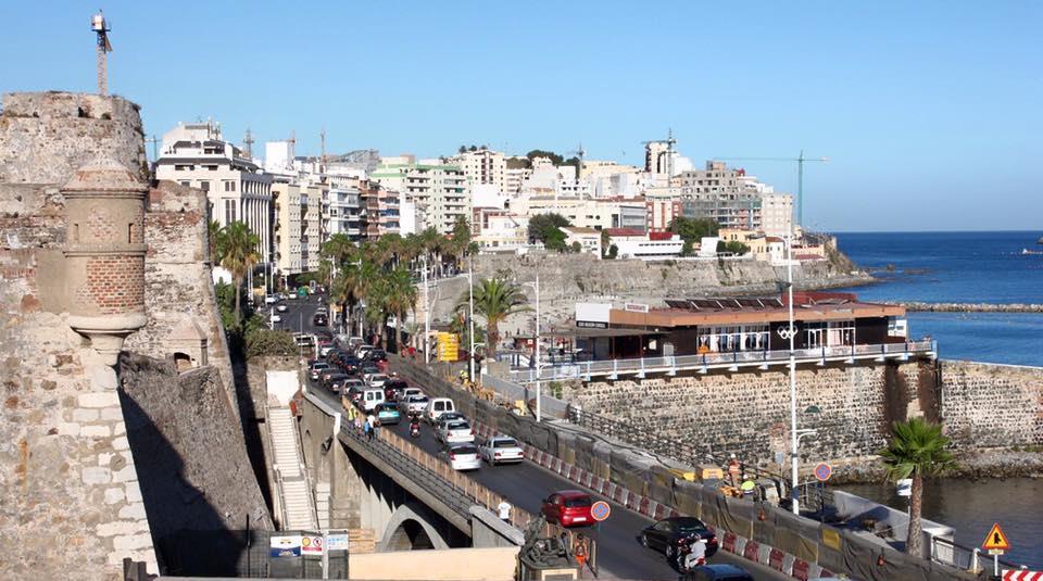 العاملات والعمال المغاربة القانونيون بسبتة... مأساة ما بعد الإغلاق