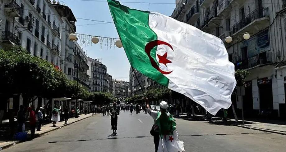"""حزب معارض : الجزائر، بلد """" على حافة الهاوية"""""""