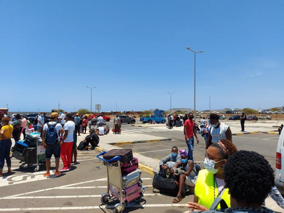 Une fausse alerte à la bombe retarde un vol Praia-Dakar d'Air Sénégal