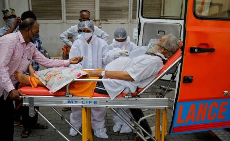 كوفيد-19... وصول أولى المساعدات الطبية البريطانية إلى نيودلهي