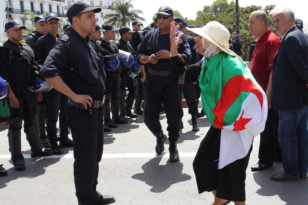 """Le pouvoir politique en Algérie est """"enfermé dans le tout-sécuritaire"""" (ONG algérienne)"""