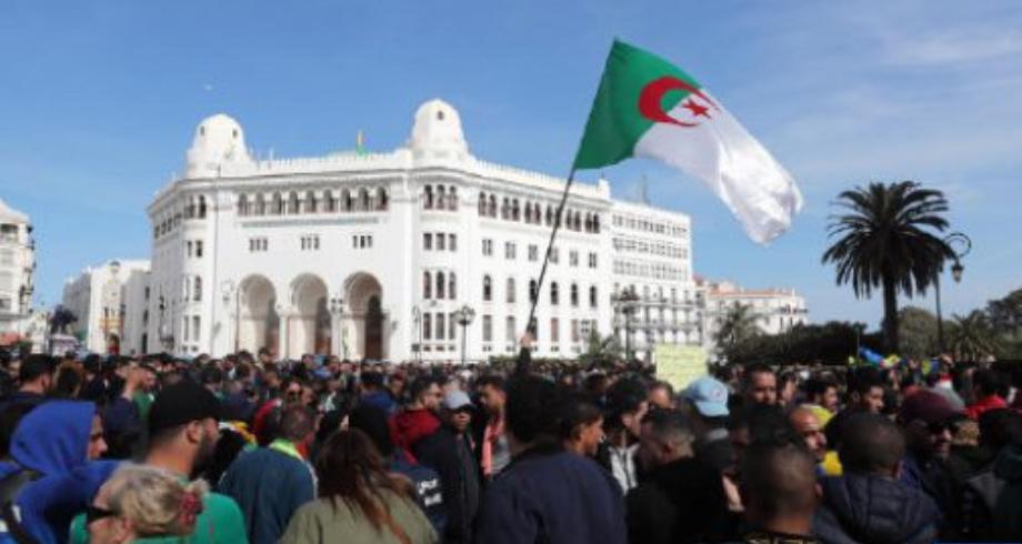 الجزائر.. الحبس النافذ في حق العديد من المتظاهرين أوقفوا خلال مسيرات الجمعة 118 للحراك