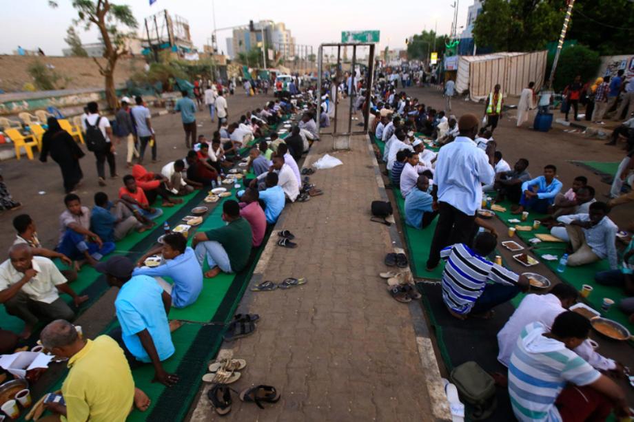 رمضان في السودان: عادات لا تندثر رغم ضيق ذات اليد