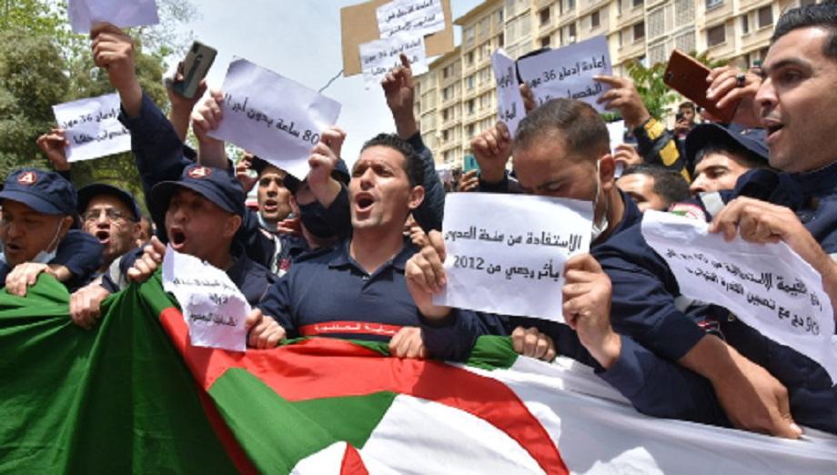 Une impressionnante marche des pompiers réprimée à Alger