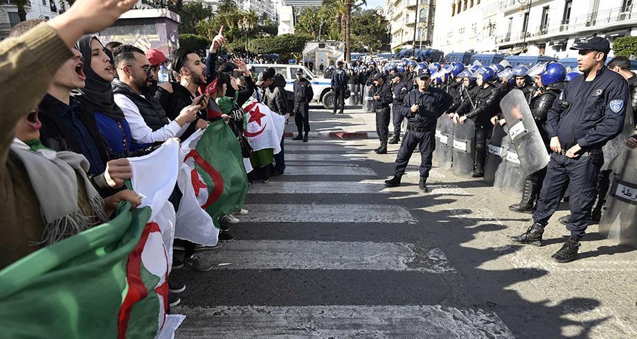 مسيرة حاشدة لأعوان الحماية تتعرض للقمع بالجزائر العاصمة