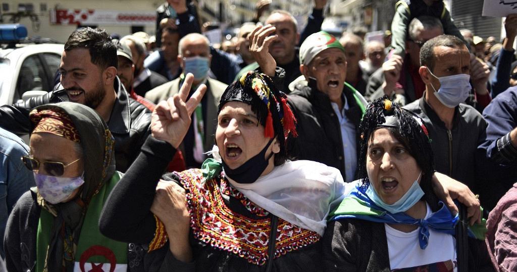 """Parti algérien: L'Algérie, un pays """"au bord du gouffre"""""""