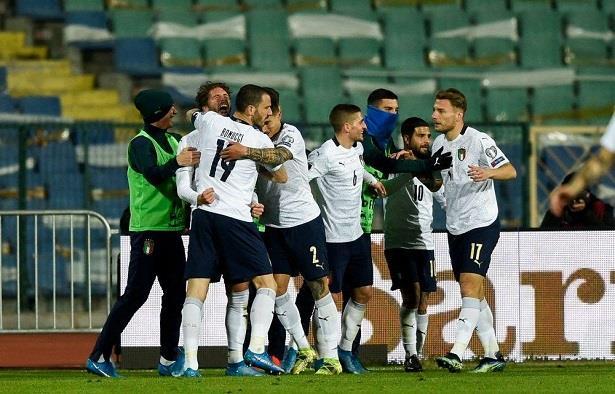 لاعبو إيطاليا يتلقون الجرعة الأولى من اللقاح ضد كورونا