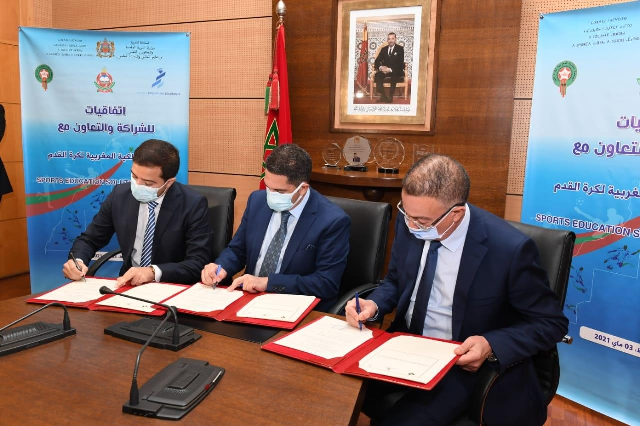 Signature de conventions de partenariat pour la promotion du sport scolaire, le foot féminin en particulier